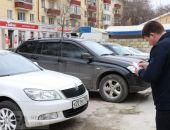 В Феодосии идет борьба с парковкой автомобилей на тротуарах