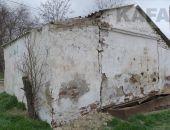 Многолетние проблемы общественного туалета на Челнокова:фоторепортаж