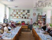 В феодосийской библиотеке читали лаконизмы Пивоварова (видео):фоторепортаж