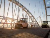 Строители Крымского моста завершают его асфальтирование, скоро начнут наносить дорожную разметку