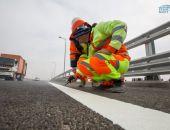 На автодорожной части Крымского моста наносят дорожную разметку (фото)