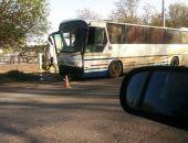 В Крыму у водителя автобуса случился сердечный приступ, в результате – ДТП (фото)