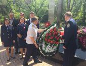В Феодосии сотрудники Следкома возложили венок на мемориал Победы
