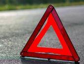 В Крыму грузовик съехал в кювет, водителя зажало в деформированной кабине