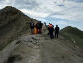 Спасатели эвакуировали двух феодосиек с крутого склона горы близ Орджоникидзе