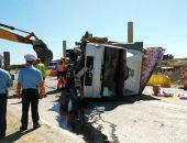 В Крыму на трассе Феодосия – Симферополь перевернулся грузовик (фото)