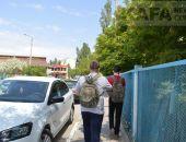 В Феодосии полицейские окружили девятую школу:фоторепортаж