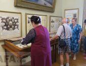 В Феодосии открылась выставка двух известных графиков :фоторепортаж
