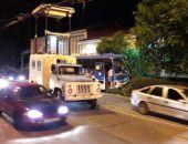 В центре Ялты рейсовый автобус снес бетонный столб
