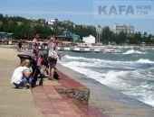 Море в Феодосии штормит:фоторепортаж
