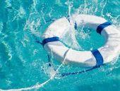 В Крыму на ЮБК подросток прыгнул в воду с пирса и сломал руку, его спасли