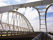 На съезде с Крымского моста иномарка врезалась в ограждение, водитель погиб