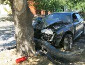 Сегодня в Феодосии на ул.Русской легковой автомобиль влетел в дерево