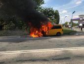 Сегодня в Крыму рядом с АЗС сгорел микроавтобус Mercedes Vito (фото)