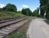 В Крыму нашли ничейную железную дорогу – собственнику оставили уведомление о сносе на рельсах