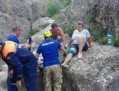 Крымские спасатели с водопада Арпат эвакуировали туристку со сломанной ногой (фото)