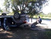 В Крыму на трассе Феодосия – Симферополь опрокинулось легковое авто (фото)