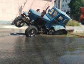 В столице Крыма сегодня трактор провалился в вымоину под асфальтом (фото)