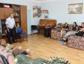 В Феодосии в преддверии профессионального праздника сотрудники патрульно-постовой службы знакомят подростков со своим подразделением