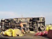 В Крыму на трассе Феодосия – Керчь опрокинулся грузовой автомобиль (видео)