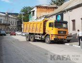 Утром 7 сентября в Феодосии на ул. Десантников КамАЗ наехал на Ладу
