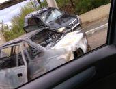 В Крыму на трассе Алушта – Симферополь столкнулись два легковых авто, одно загорелось (видео)