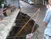 В Крыму ливнем размыло дорогу, движение перекрыто