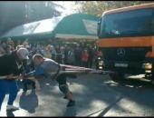 В Крыму Эльбрус Нигматуллин установил рекорд России по буксировке грузовика