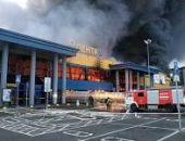 """В Санкт-Петербурге горит гипермаркет """"Лента"""", горит кровля площадью почти 5000 кв.м:дополнено"""
