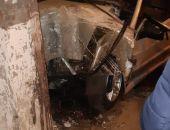 В Крыму легковой автомобиль врезался в столб, водитель погиб (фото)