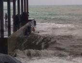 В Крыму с пирса волной смыло в море 12-летнего подростка (фото)