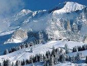 В горах Крыма во время метели и снегопада заблудились пять туристов, их спасли сотрудники МЧС