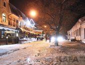 Центр Феодосии покрыт снегом и льдом:фоторепортаж