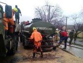 В Крыму столкнулись два автомобиля-цистерны, мазутом залило трассу на Севастополь (фото)