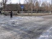 В Керчи прорвавшийся водопровод устроил горожанам каток