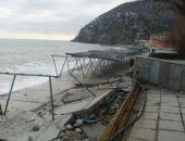 В Крыму вовсю воруют разбитые штормом набережные