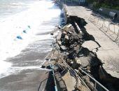 В Алуште шторм разрушил берегоукрепительную стену