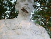 Под Симферополем вандалы изуродовали памятник Л. Н. Толстому