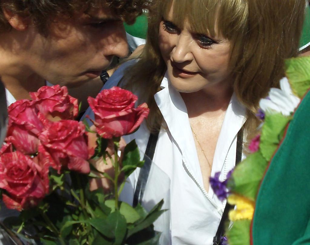 Пугачева с цветами