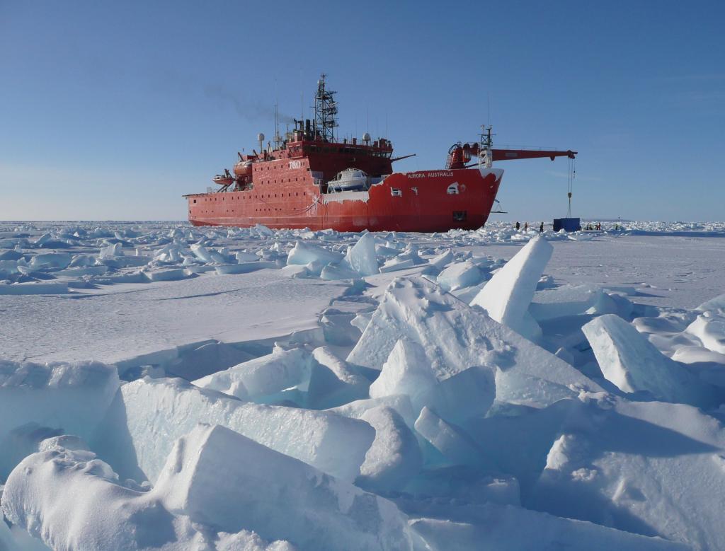 режиме ледокол ломает лед фотографии такая
