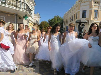 В Феодосии прошел «Парад невест» (видео)