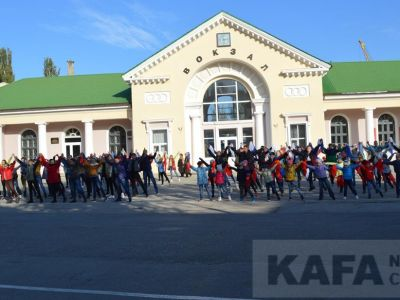В Феодосии прошел патриотический флешмоб «Крым – Россия – Навсегда!» (видео)