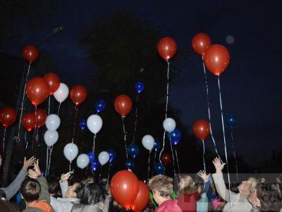 Феодосийцы запустили в небо светящиеся шары