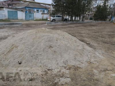 Благоустройство двора Чкалова, 173 ведется вяло и бесконтрольно