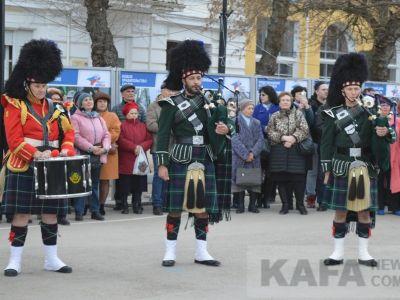 Феодосийцы увидели яркое шоу итальянских флагоносцев (видео)