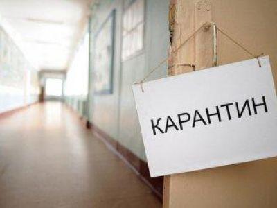 Власти Крыма официально перевели школьников на «удаленку», но оставили работать детсады